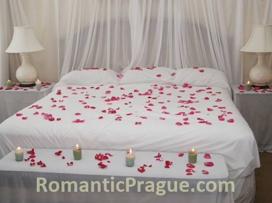 Bed of RosesRomanticPrague com   Bed of Roses   Romantic Room Decorations. Romantic Bedrooms With Roses And Candles. Home Design Ideas